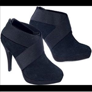 Shoes - NWOB Black Booties